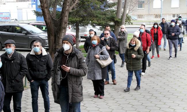 Без опашки през нощта, 47 души са се ваксинирали в Пловдив