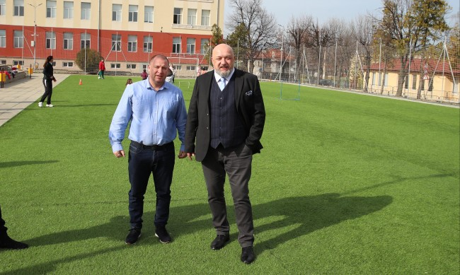 Красен Кралев инспектира строежа на спортни обекти в община Костенец