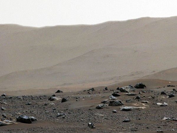 НАСА публикува панорамна 360-градусова снимка на Марс, направена от роувъра