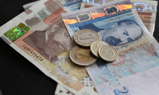 Половината места за настаняване с намалени приходи през януари