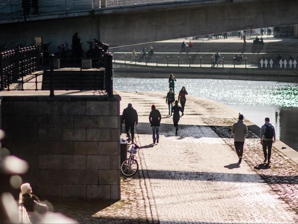 Разхлабването на ограничителните мерки заради пандемията в Германия да се