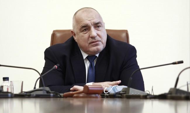 Борисов: Хората, които не са се ваксинирали, да не бъдат ограничавани да пътуват