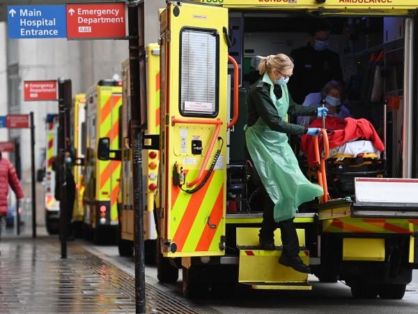 Снимка: Намаляват случаите на коронавирус във Великобритания