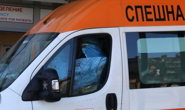 Шофьори на линейки сигнализират, още не получили бонусите си