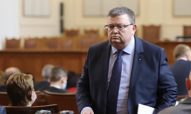 Цацаров: Исковете срещу Божков са за 278 млн. лева