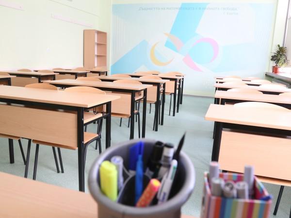 Учители от цялата страна призоваха за незабавно преустановяване на присъствените