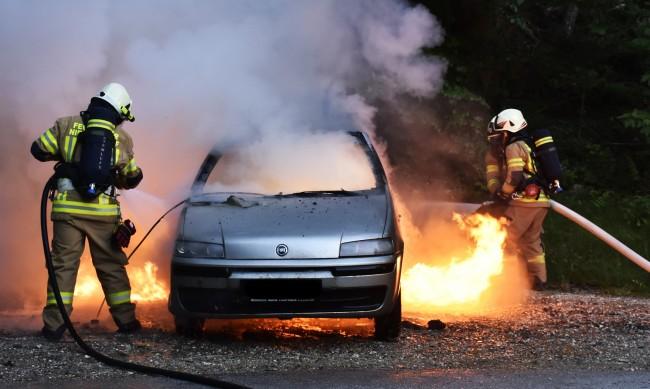 Четири коли изгоряха в частен имот в кюстендилско село