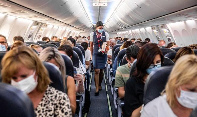 Полетите до Бургас през лятото ще са по-чести от градския транспорт
