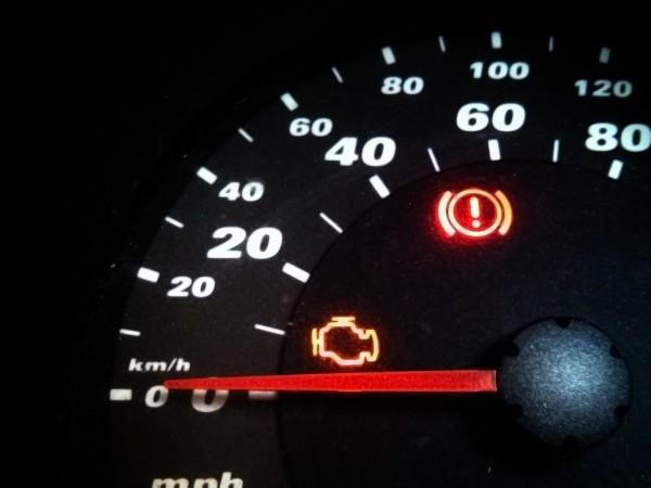 Сигналът за проверка на двигателя Check Engine е омразен на