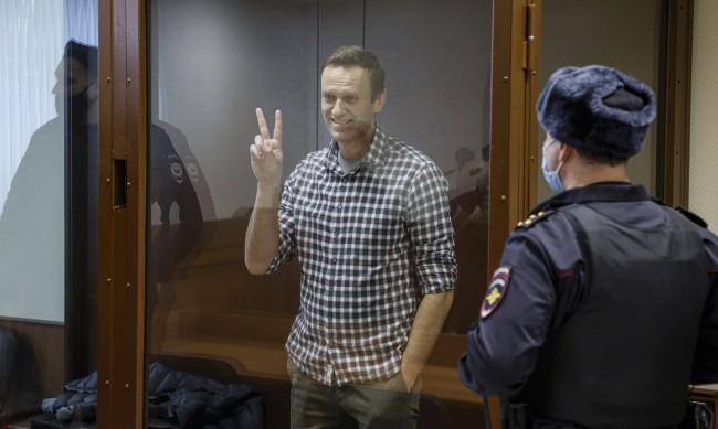 Навални е в наказателна колония, ще прекара там 2,5 г.