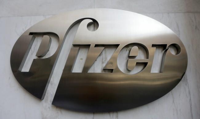 """Ваксината на """"Пфайзер"""" намалява предаването на вируса след една доза"""