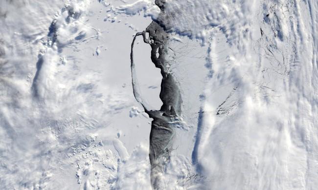 Айсберг, колкото Лондон, се откъсна от Антарктика