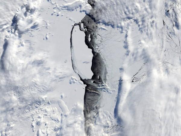 Айсберг, почти колкото Голям Лондон, се е отделил от Антарктика,