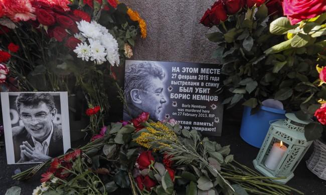 Хиляди руснаци почетоха паметта на Немцов в центъра на Москва