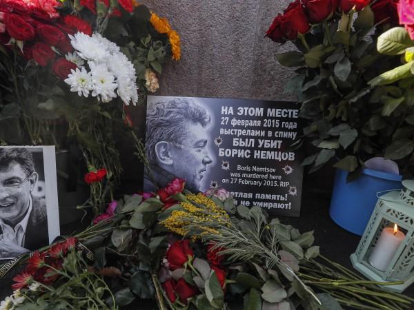 Хиляди руснаци, както и западни дипломати, се събраха в центъра