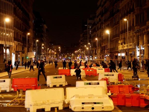Десет души бяха задържани снощи в Барселона за нападение срещу