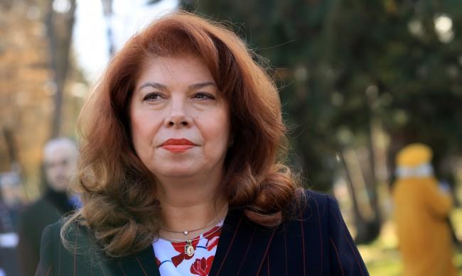 Илияна Йотова: Цинизъм е да няма тържества на Шипка, а отварят заведенията