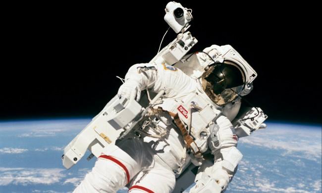 В продължение на 6 часа астронавтите от МКС ще са в открития Космос