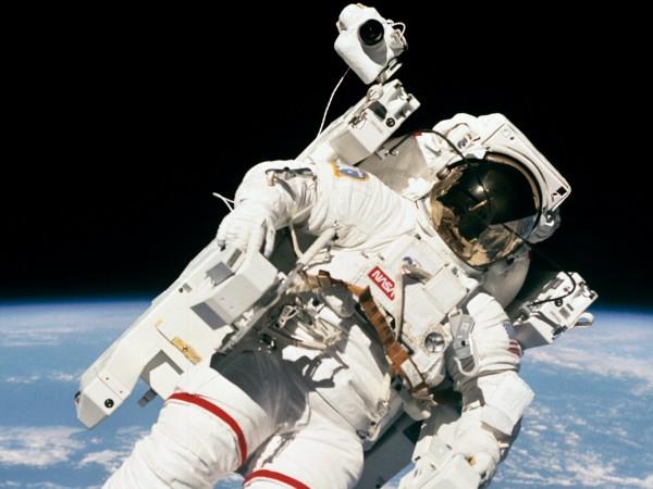 Американските астронавти Кейт Рубинс и Виктор Глоувър излязоха в открит