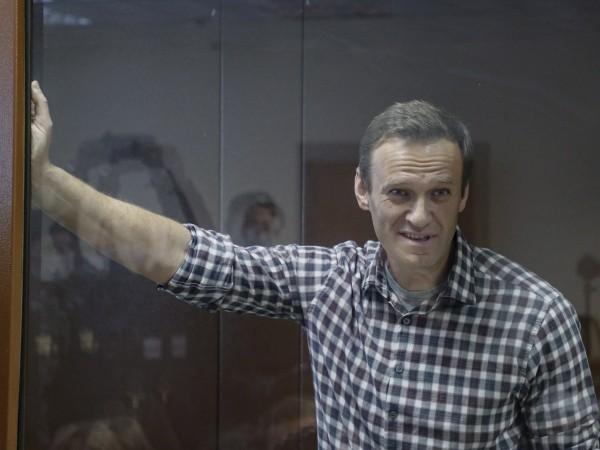 Опозиционерът Алексей Навални ще изтърпи присъдата си от две и