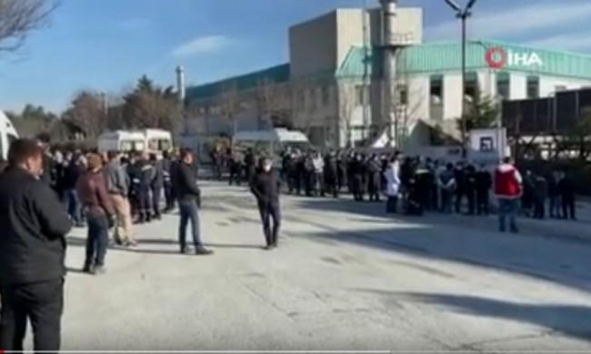 Трима ранени при експлозия във фабрика в Истанбул