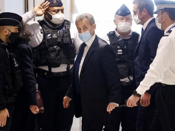 Френски съд осъди в понеделник бившия президент Никола Саркози по