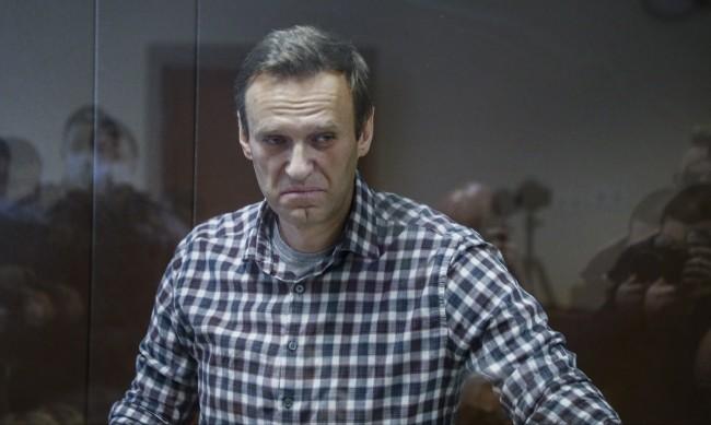 Какво се случва зад стените на суровата колония, в която е изпратен Навални?