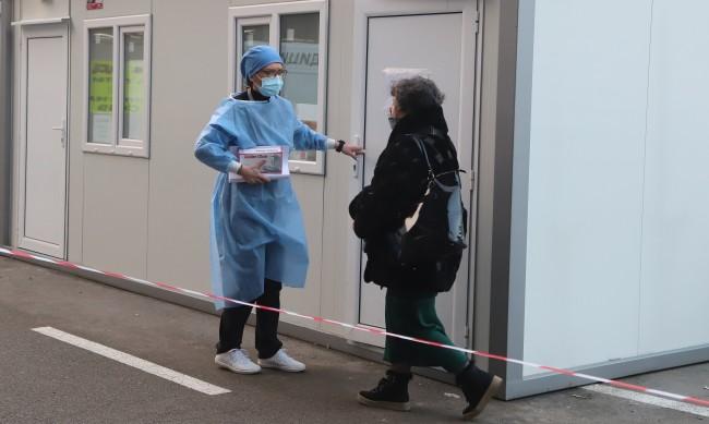 Пак висок брой заразени с коронавирус - 2403, починалите са 83