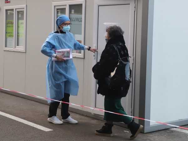 Снимка: Пак висок брой заразени с коронавирус - 2403, починалите са 83