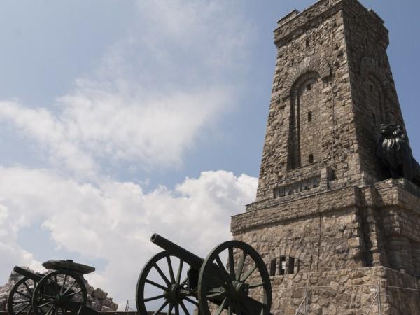 Днес отбелязваме 143 години от Освобождението на България, а връх
