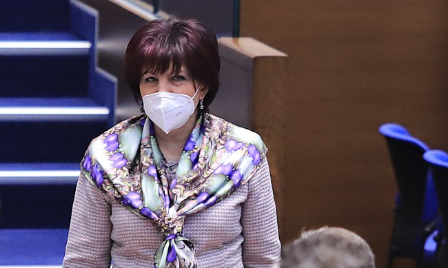 Караянчева захапа Радев от Шипка: Да дойде като редови гражданин