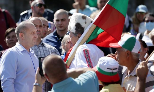 Радев: Властта се опита да постави под карантина паметта ни
