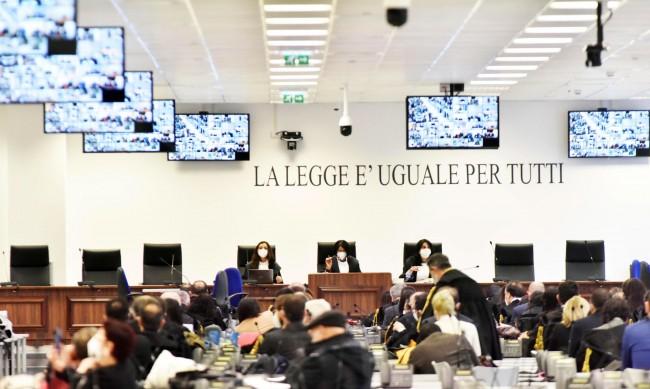 97 членове на мафията в Сицилия отиват на съд