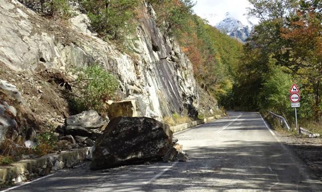 Обезопасяват скалите в Искърското дефиле