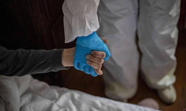 Чехия иска помощ от чужбина за пациентите си с COVID-19