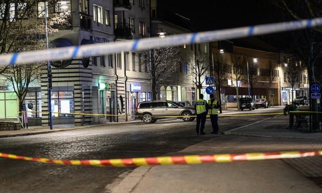 Ранени при нападение с нож в Швеция, разследват за тероризъм