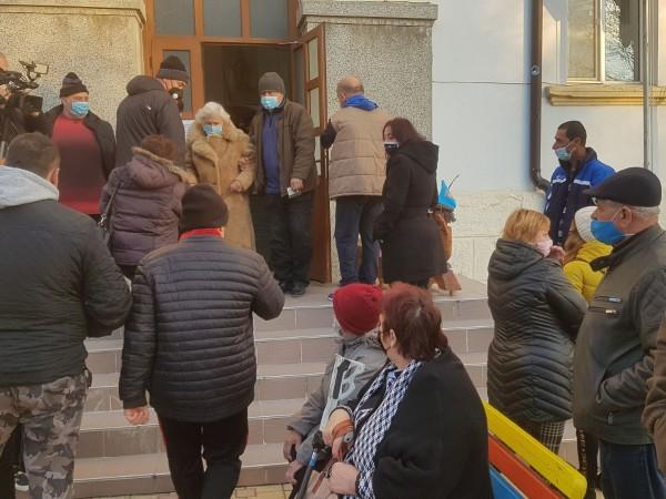 В Обзор излизат на протест заради референдума за независимост, който