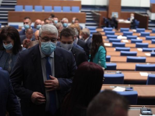В България дебат за политиката няма, разделили сме се на