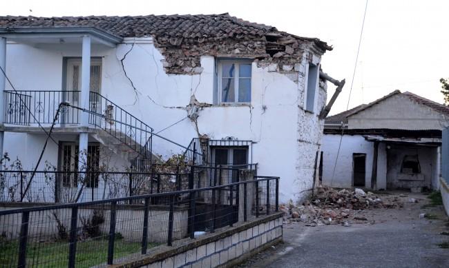 Тежка нощ в гръцката област Лариса след земетресението