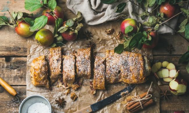 Рецептата Dnes: Щрудел с ябълки и бутертесто
