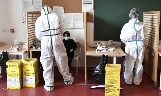 60% от новите случаи на COVID във Франция са с британския щам