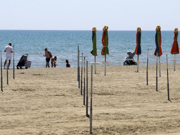Кипър разреши от 1 май на туристи от Великобритания, ваксинирани