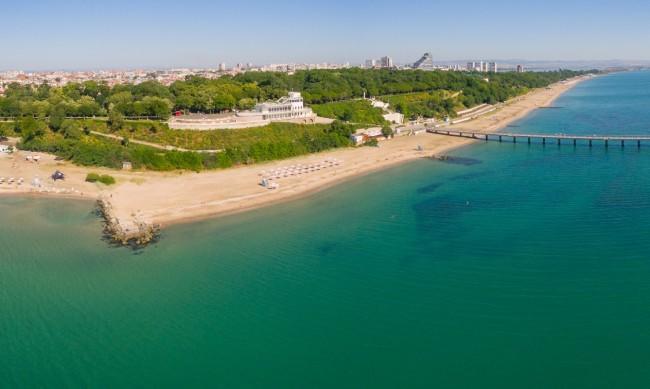 Проверяват за чистота водата в Бургаския залив