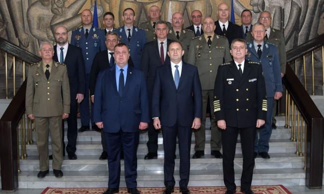 Каракачанов: Армията беше на първа линия срещу заразата