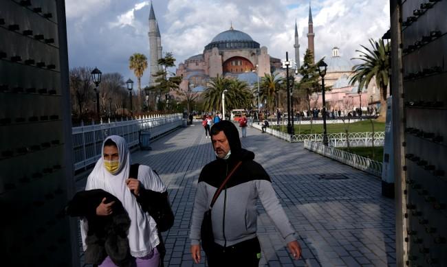 Първа събота в Истанбул без забрана за излизане от вкъщи