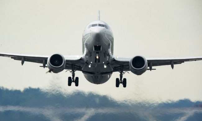 Самолет кацна аварийно на Летище София заради буйстващ пътник