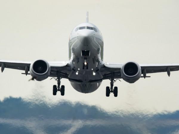 """Сaмолет на """" Air France"""" е кацнал аварийно на летище"""