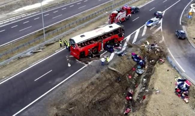 Шест жертви и 40 ранени при катастрофа с автобус в Полша
