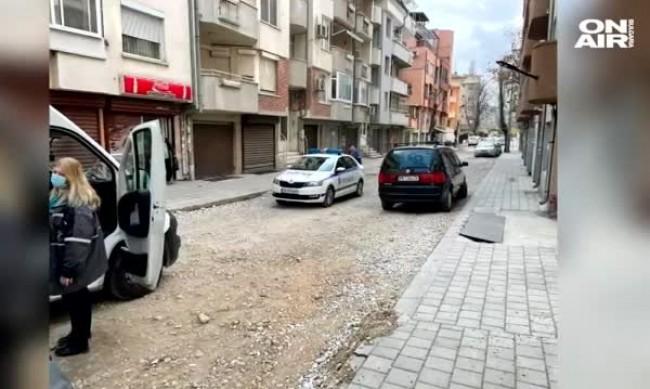 Ремонтиран тротоар пропадна под краката на мъж в Пловдив