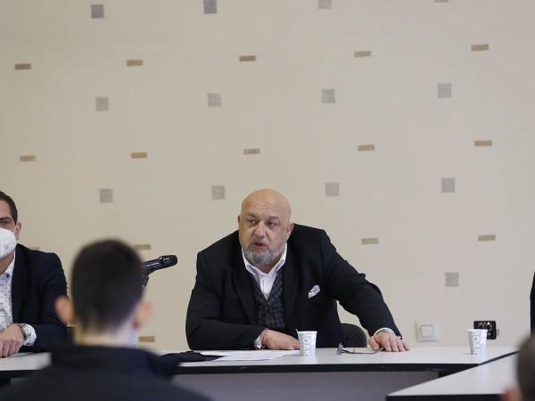 Министърът на младежта и спорта Красен Кралев, министърът на образованието